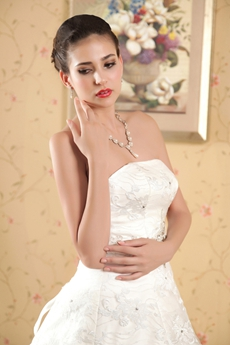 New Faddish Strapless White Lace Wedding Dress Ball Gown