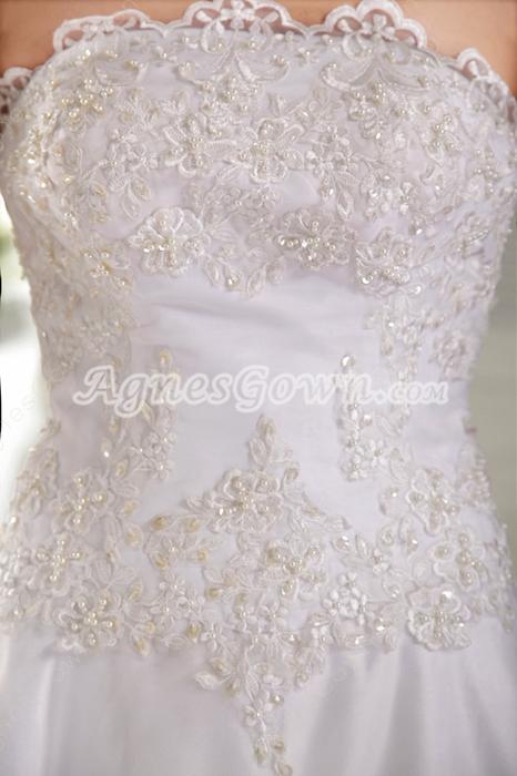 Breathtaking A-line Floor Length Lace Wedding Dress Button Back