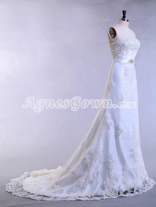 Sophisticated A-line Lace Wedding Dress Corset Back