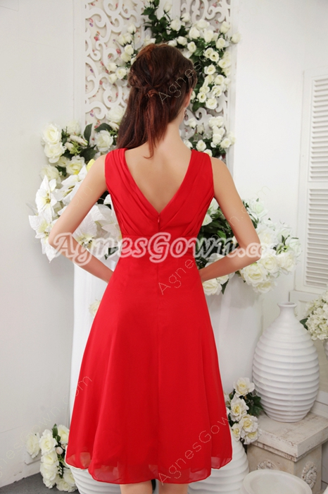 Inexpensive V-Neckline Red Chiffon Knee Length Bridesmaid Dress