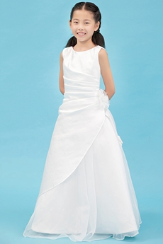 Scoop Neckline A-line Satin Mini Wedding Gown