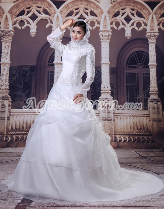 Classy Long Sleeves Organza Muslim Wedding Gown With Appliques