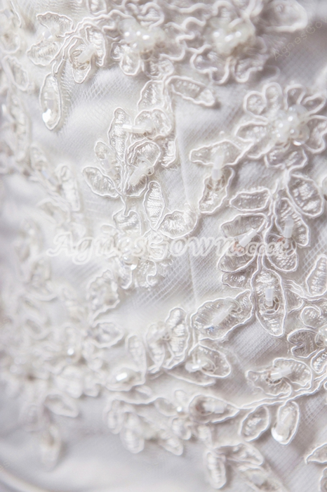 Brilliant Dipped Neckline A-line Lace Wedding Dress With Buttons