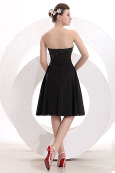 Chic Sweetheart A-line Knee Length Black Graduation Dress With Sequins