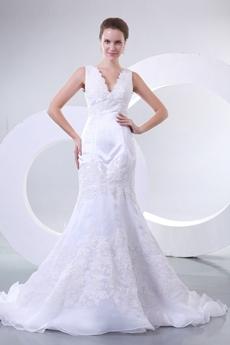 Stunning V-Neckline Trumpet/Mermaid Wedding Dress With Lace