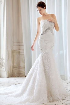 Luxurious Strapless Trumpet/Mermaid Floral Wedding Dress