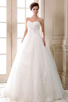 Glamour Basque Waist Wedding Dress With Exquisite Handwork