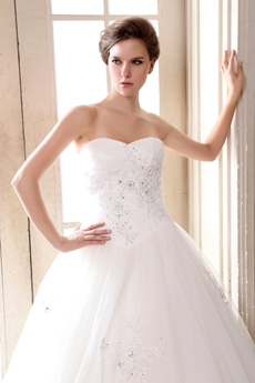 Glamour Basque Waist Wedding Dress With Exquisite Handwork