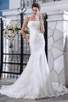 Flattering Trumpet/Mermaid Lace Wedding Dress With Satin Belt