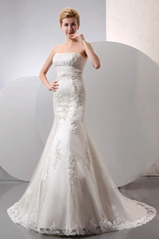 Strapless Mermaid/Fishtail Wedding Dress With Lace Appliques
