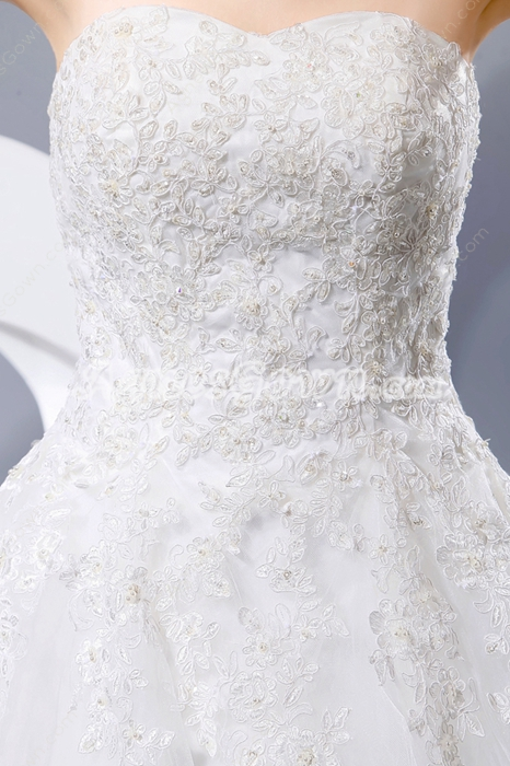 Exclusive A-line White Tulle Wedding Gown With Lace Appliques