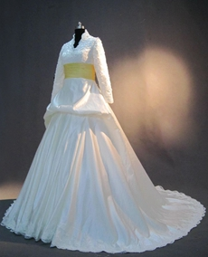 Modest Long Sleeves Winter Wedding Dresses With Yellow Sash