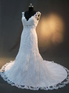 Luxurious V-Neckline Lace Wedding Gowns with V-Back