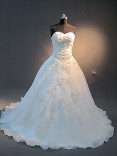 Chic Embroidered Organza Sweetheart Wedding Dresses
