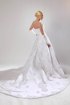 Classy A-line Strapless Wedding Dress With Lace Appliques