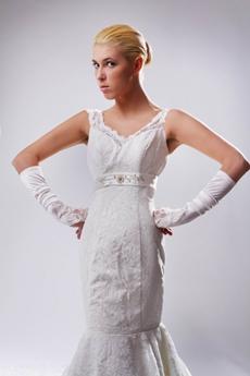 Retro V-neckline Trumpet/Mermaid Lace Wedding Gown
