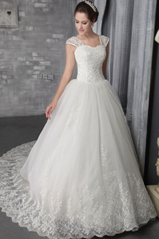 2016 Luxurious Lace Ball Gown Wedding Dresses with Train