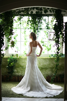 Exquisite Spaghetti Straps Beaded 2016 Wedding Dresses