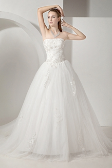 Romantic Tulle Strapless Ball Gown Wedding Dresses
